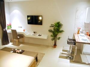 Emerald: Studio in Patong, Apartmanok  Patong-part - big - 15