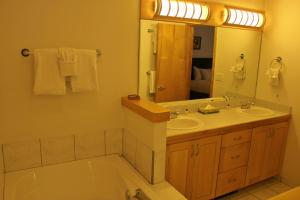 Beautiful 4 Bedroom - 1520-100272, Nyaralók  Silverthorne - big - 1