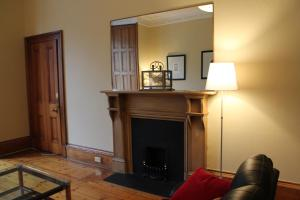 West End Townhouse nr Train Station, Apartmanok  Edinburgh - big - 12