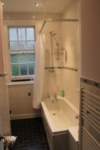 West End Townhouse nr Train Station, Apartmanok  Edinburgh - big - 38