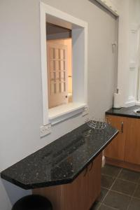 West End Townhouse nr Train Station, Apartmanok  Edinburgh - big - 37