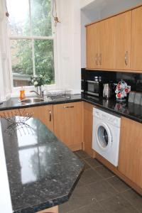 West End Townhouse nr Train Station, Apartmanok  Edinburgh - big - 33