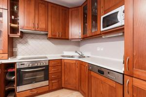 Cozy Apartments with Private Garage, Apartmány  Praha - big - 44