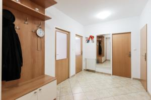 Cozy Apartments with Private Garage, Apartments  Prague - big - 41