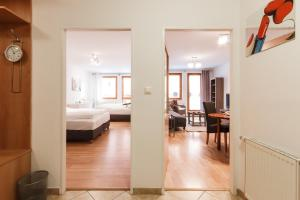 Cozy Apartments with Private Garage, Apartments  Prague - big - 28