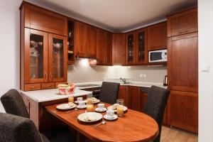 Cozy Apartments with Private Garage, Apartmány  Praha - big - 12
