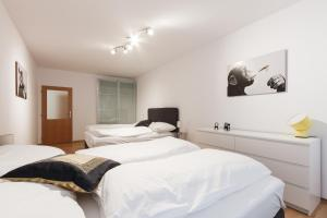 Cozy Apartments with Private Garage, Apartmány  Praha - big - 26