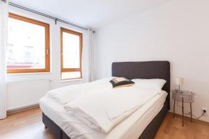 Cozy Apartments with Private Garage, Apartments  Prague - big - 36