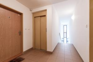 Cozy Apartments with Private Garage, Apartmány  Praha - big - 20
