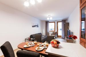 Cozy Apartments with Private Garage, Apartmány  Praha - big - 7