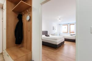 Cozy Apartments with Private Garage, Apartmány  Praha - big - 43