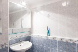 Cozy Apartments with Private Garage, Apartmány  Praha - big - 25