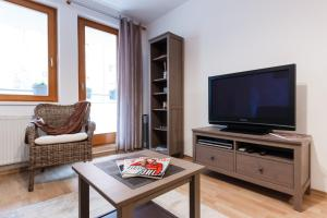 Cozy Apartments with Private Garage, Apartments  Prague - big - 47