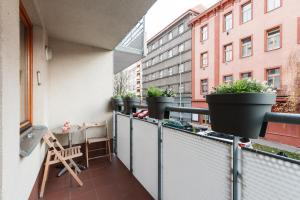 Cozy Apartments with Private Garage, Apartmány  Praha - big - 19