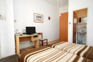 Twin Room Preko 8180b