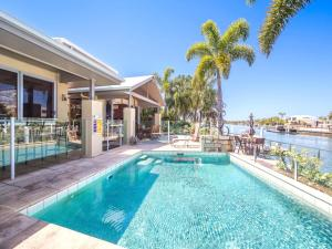 Bribie Island Luxurious canal home!