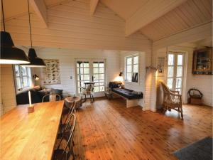 Four-Bedroom Holiday Home in Ebeltoft, Case vacanze  Ebeltoft - big - 3