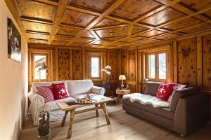 Chesa Staila Hotel - B&B, Bed and Breakfasts  La Punt-Chamues-ch - big - 1