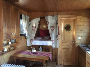 La Roulotte du Granit Doré, Ferienhäuser  Jullié - big - 30