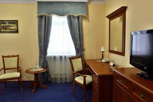 Отель Украина Ровно, Отели  Ровно - big - 3