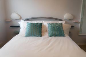 obrázek - Large Single Bedroom with Parking