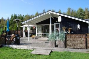 Holiday Home Bratten Strand 033227