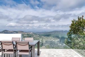 Magnificent contemporary villa Esterel Massif, Villen  Fréjus - big - 73