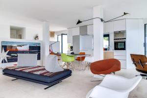 Magnificent contemporary villa Esterel Massif, Villen  Fréjus - big - 71