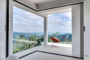 Magnificent contemporary villa Esterel Massif, Villen  Fréjus - big - 69