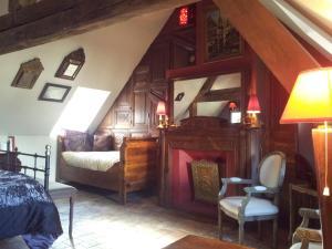 La Maison de Honfleur, Bed and breakfasts  Honfleur - big - 6