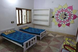 Ganges Nirvana Community & Home Stay, Hostels  Varanasi - big - 7