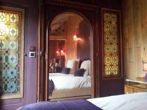 La Maison de Honfleur, Bed and breakfasts  Honfleur - big - 32