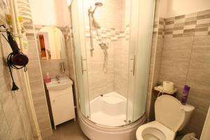 Apartamenty Varsovie Rondo ONZ, Ferienwohnungen  Warschau - big - 9