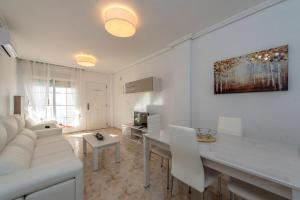 Bennecke Pinet, Apartmány  La Marina - big - 7