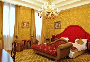 佩薩羅宮殿酒店 (Pesaro Palace)