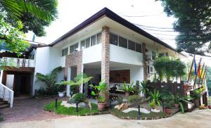 Luljetta's Place Garden Suites