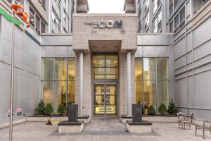 The Icon Suites, Apartments  Toronto - big - 5