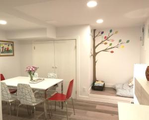 2BDR Colourful tree Suite