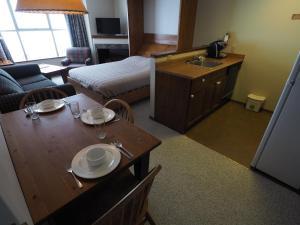 Apex Mountain Inn Suite 323 324 Condo