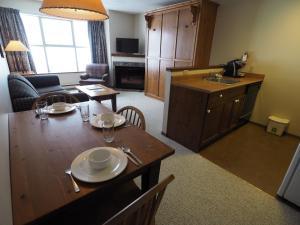 Apex Mountain Inn Suite 323-324 Condo, Ferienwohnungen  Apex Mountain - big - 21