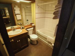 Apex Mountain Inn Suite 401-402 Condo, Apartments  Apex Mountain - big - 7