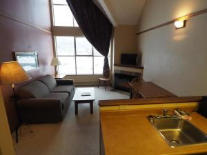 Apex Mountain Inn Suite 401-402 Condo, Apartments  Apex Mountain - big - 8