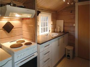 Two-Bedroom Holiday home Farsund with Sea View 01, Nyaralók  Farsund - big - 11