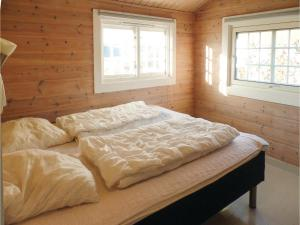 Two-Bedroom Holiday home Farsund with Sea View 01, Nyaralók  Farsund - big - 9