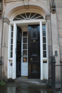 West End Townhouse nr Train Station, Apartments  Edinburgh - big - 57