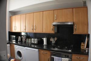 West End Townhouse nr Train Station, Apartmanok  Edinburgh - big - 27