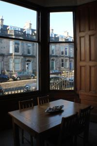 West End Townhouse nr Train Station, Apartmanok  Edinburgh - big - 24