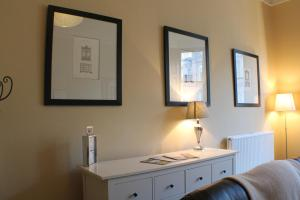 West End Townhouse nr Train Station, Apartmanok  Edinburgh - big - 13