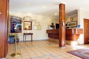 Howard Johnson Hotel - Victoria, Отели  Виктория - big - 23