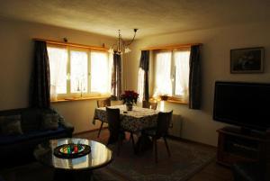 Ferienwohnung, Apartmány  Klosters Serneus - big - 11